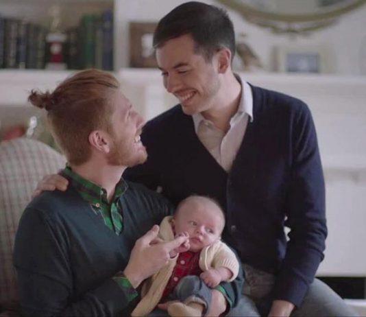 Nueva campaña publicitaria de Tylenol con familia gay