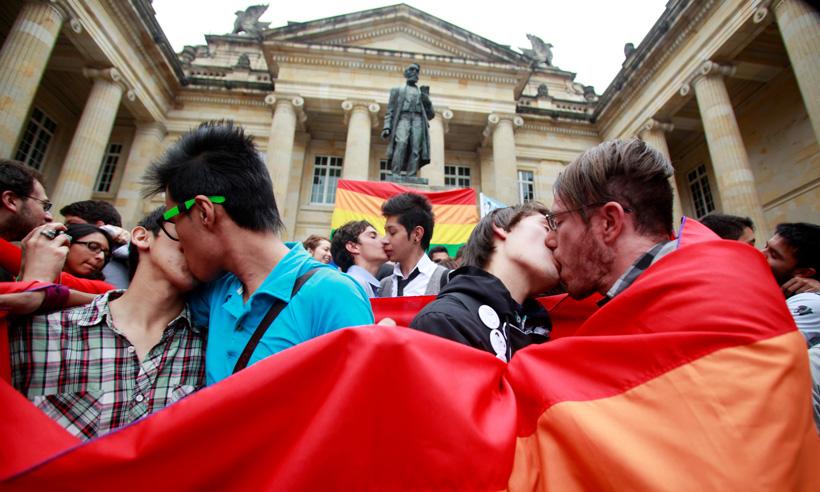 Celebremos con besos, es una decisión del Estado que nos debe hacer sentir orgullosos.