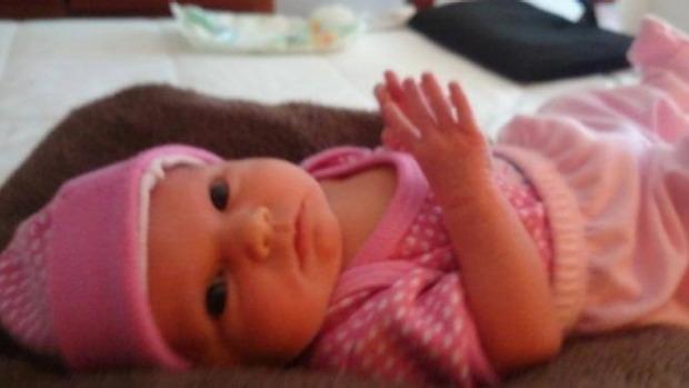 Kelly y sus hermanos, Lachlan y Blake, nacieron de dos vientres sustitutos diferentes.
