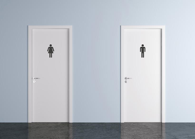 En Oxford, el fanatismo tránsfobo ha llegado a castigar con penas de cárcel la utilización de baños públicos correspondientes a su identidad de género.