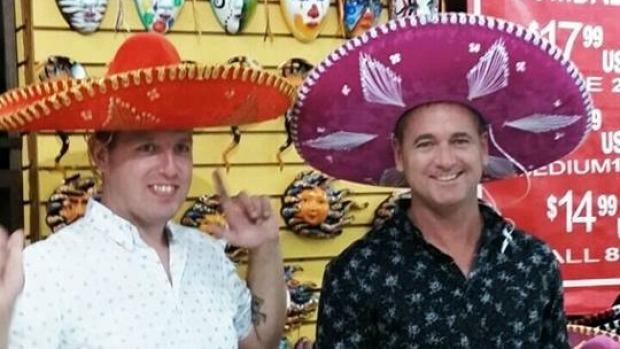Nicky (izquierda) y David Beard han pedido ayuda al gobierno de Nueva Zelanda para traer a sus bebés a casa desde México.