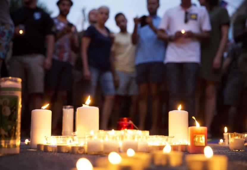 El mundo se estremeció con el acontecimiento. Miles de homenajes se han realizado en conmemoración a las victimas. / Foto: ktoo.org