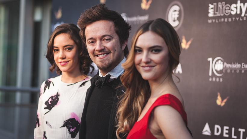 Juan Paulo Laserna junto a las actrices, Sara Montoya y Matilde de los Milagros