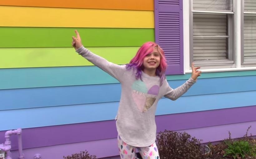 """Activista de 8 años """"orgullosa de ser trans"""""""