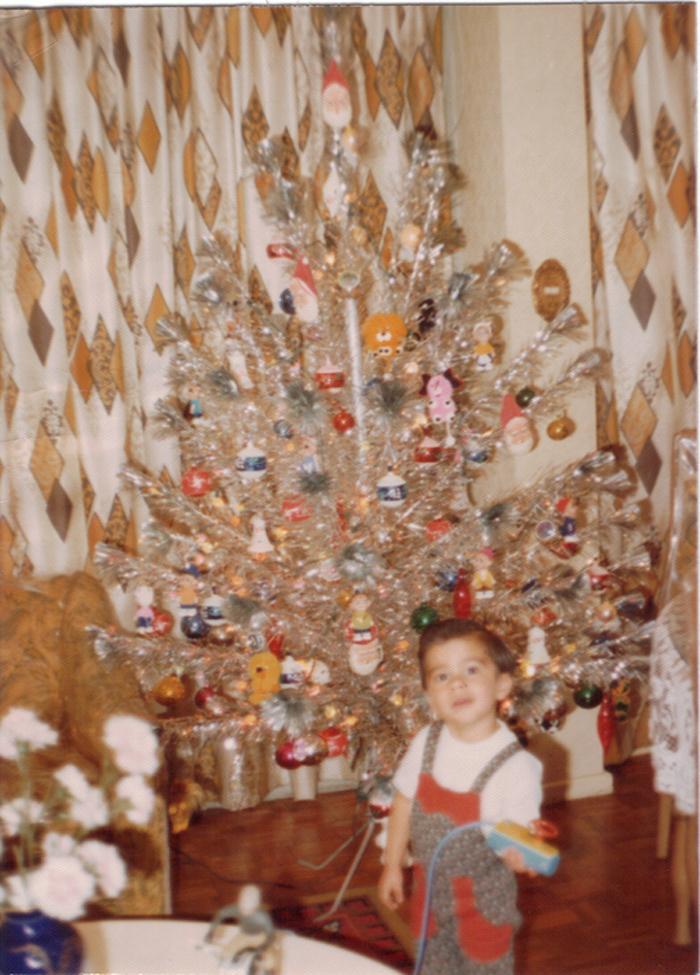 Salvador Nuñez pequeño en navidad