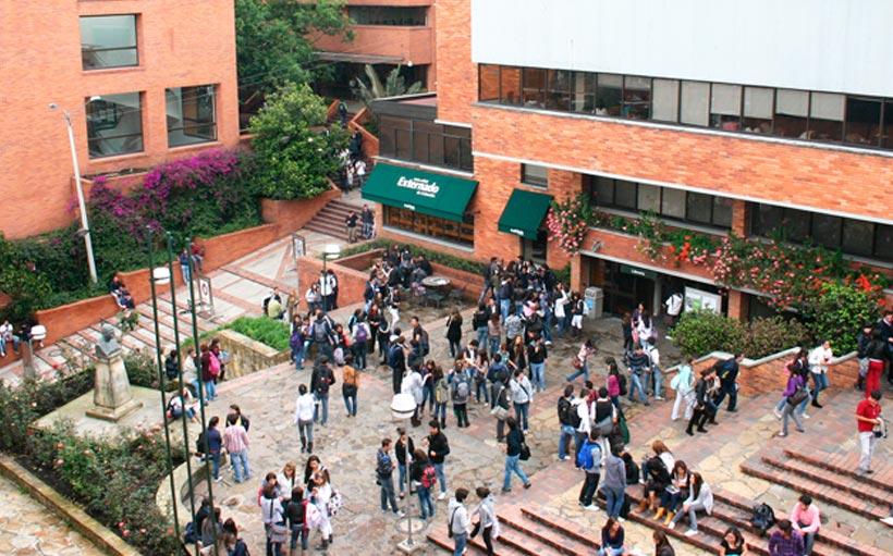 Universidad tienda gay