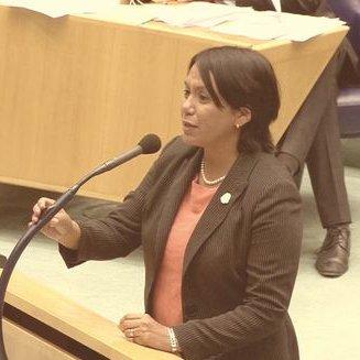 Senadora Desiree de Sousa Croes quien propuso la nueva ley que concede derechos civiles a los LGBT.