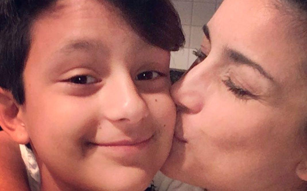 La cantante Karina apoya la transición de su hijo transgénero