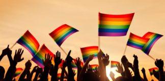 CENTRO LGBT RECIBE DONACIÓN TRAS SUFRIR UN INCENDIO PROVOCADO
