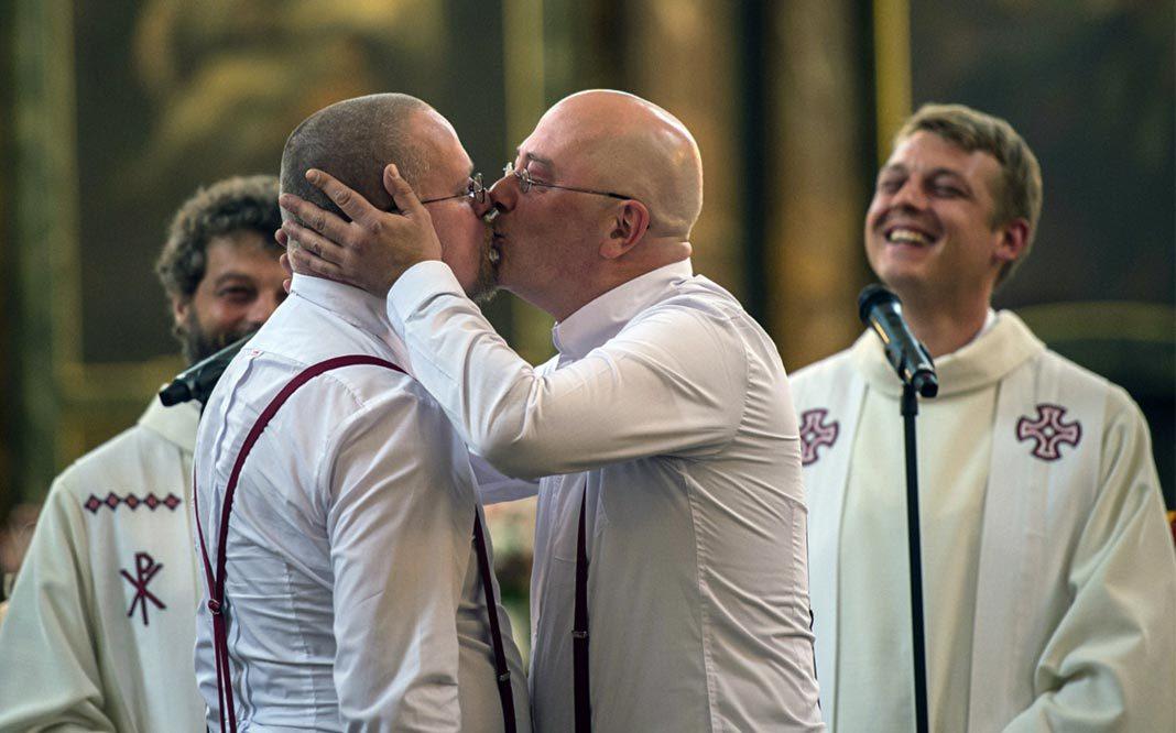 Iglesia se niega celebrar bodas hasta que no se apruebe matrimonio igualitario