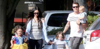 Megan Fox y su hijo vestido de princesa paseando por Malibú