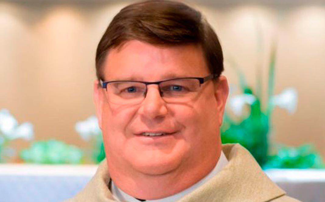 Un sacerdote católico estadounidense sale del clóset en mitad de la misa